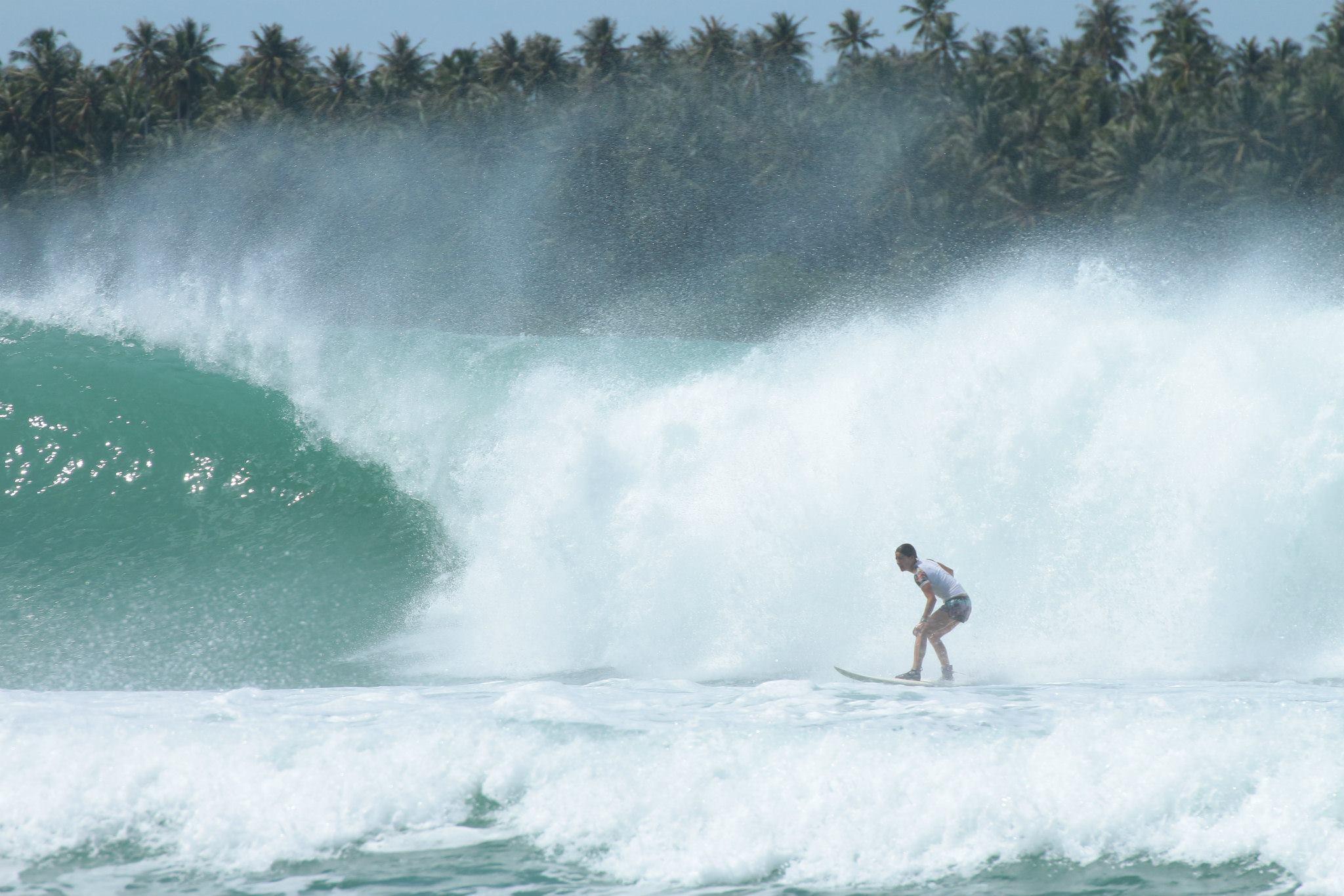 Late take off, Tube nias, Indonésie, surfeuse, surf fille blog