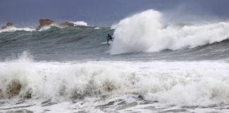 grosse vague, big swell, spot, tempête, surf, surfeur, surfeuse.fr, vague, côte bleue