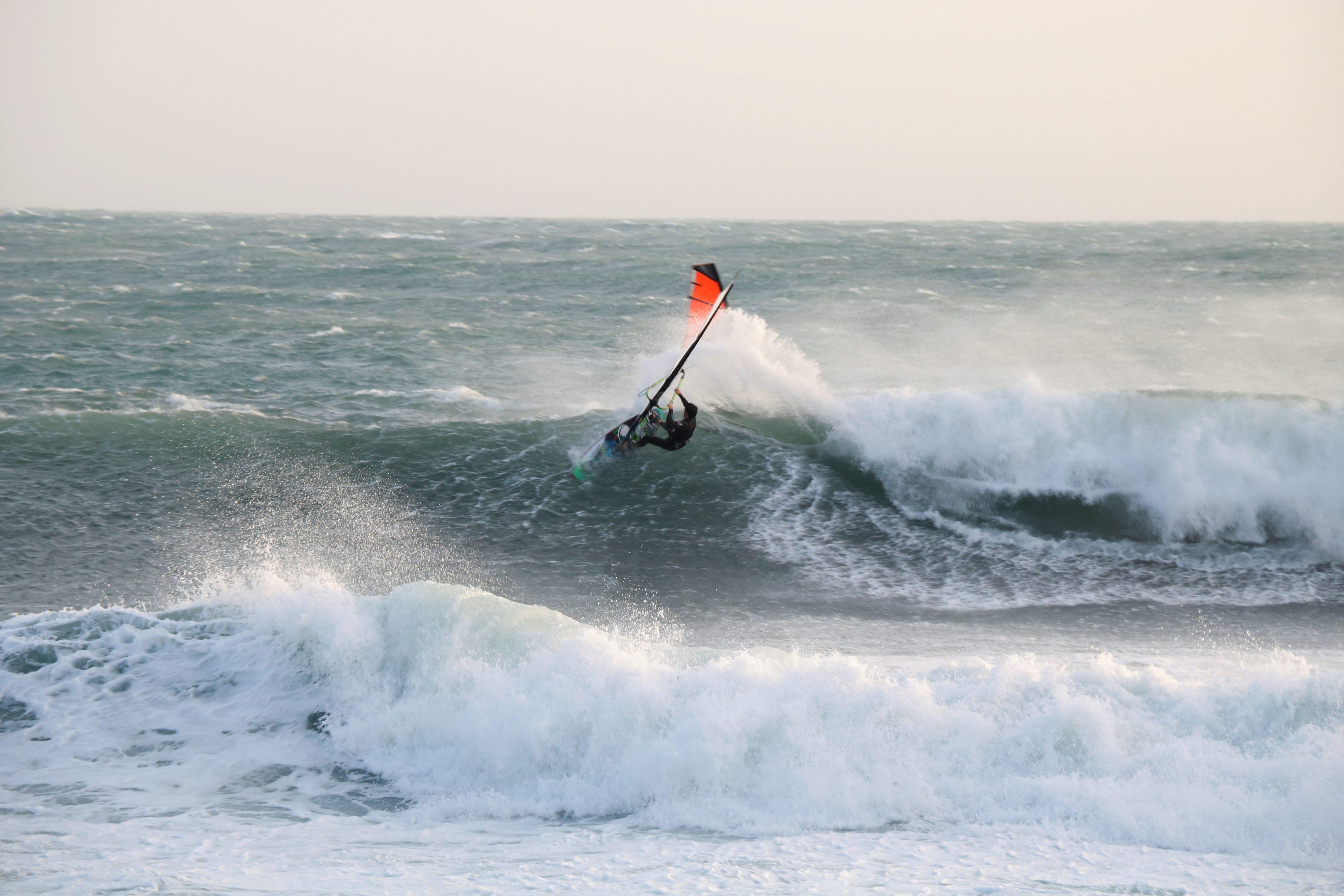 windsurf et surf tempête cote bleue