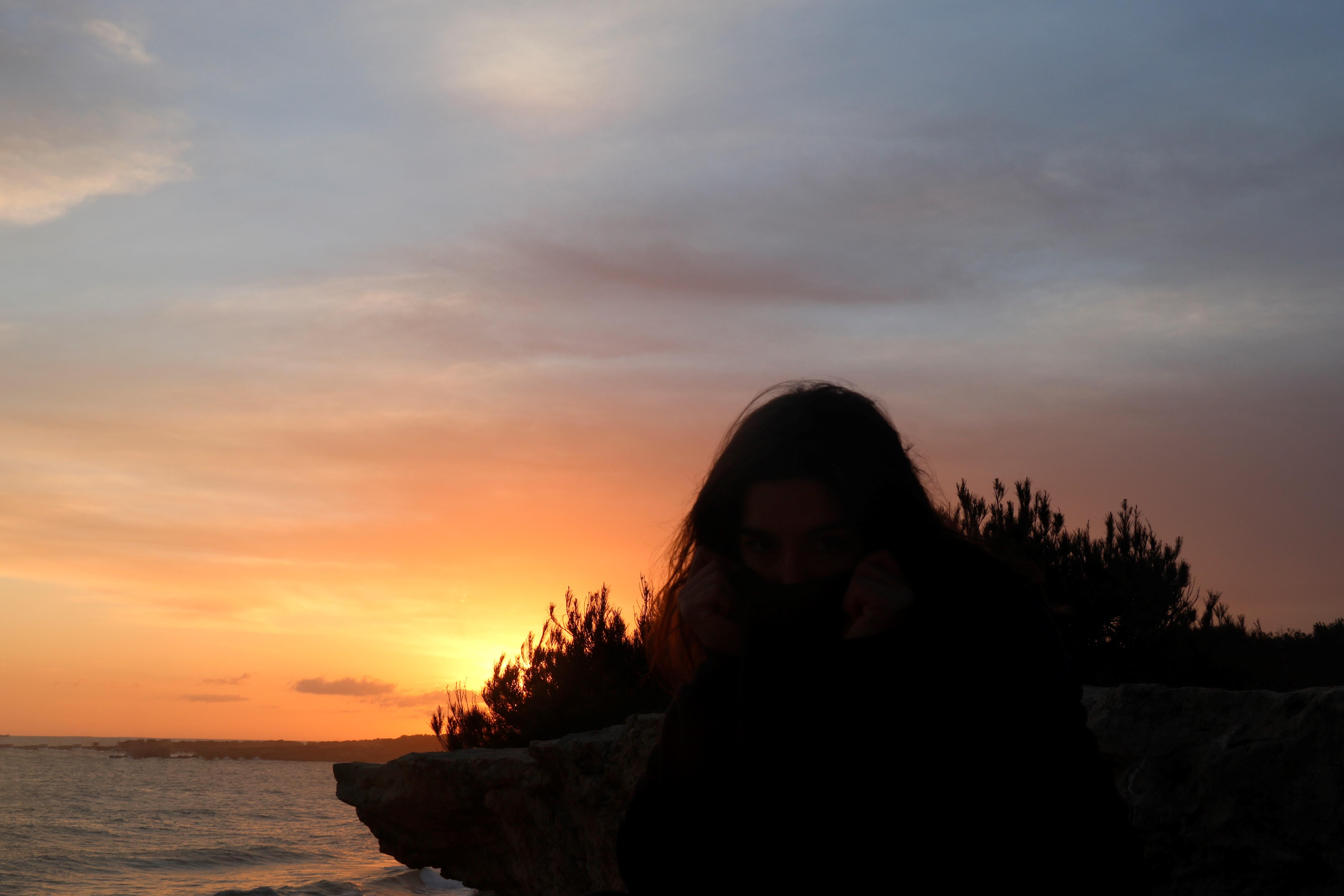 sunset orange méditerranée surfeuse