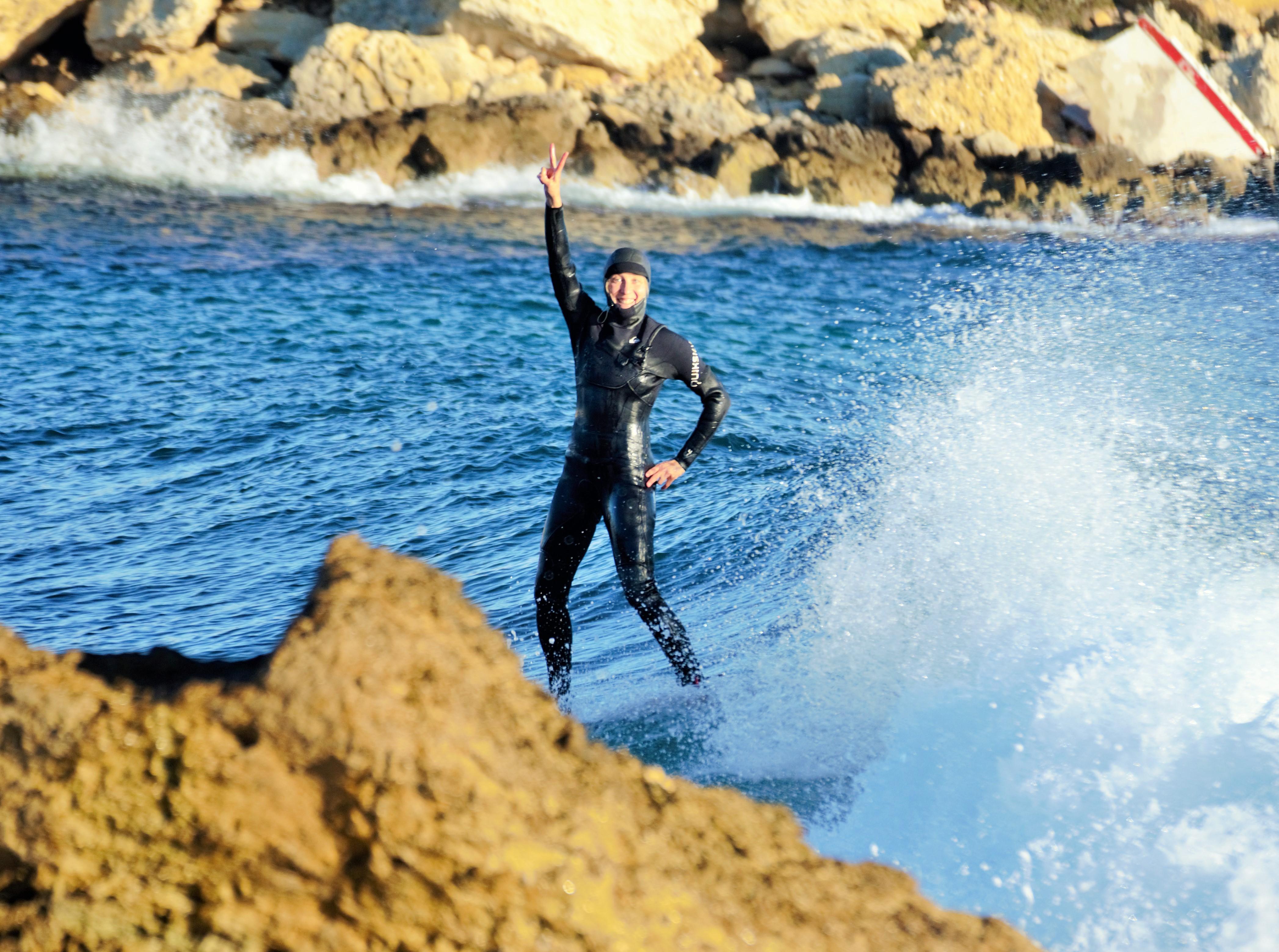 surfeuse côte bleue