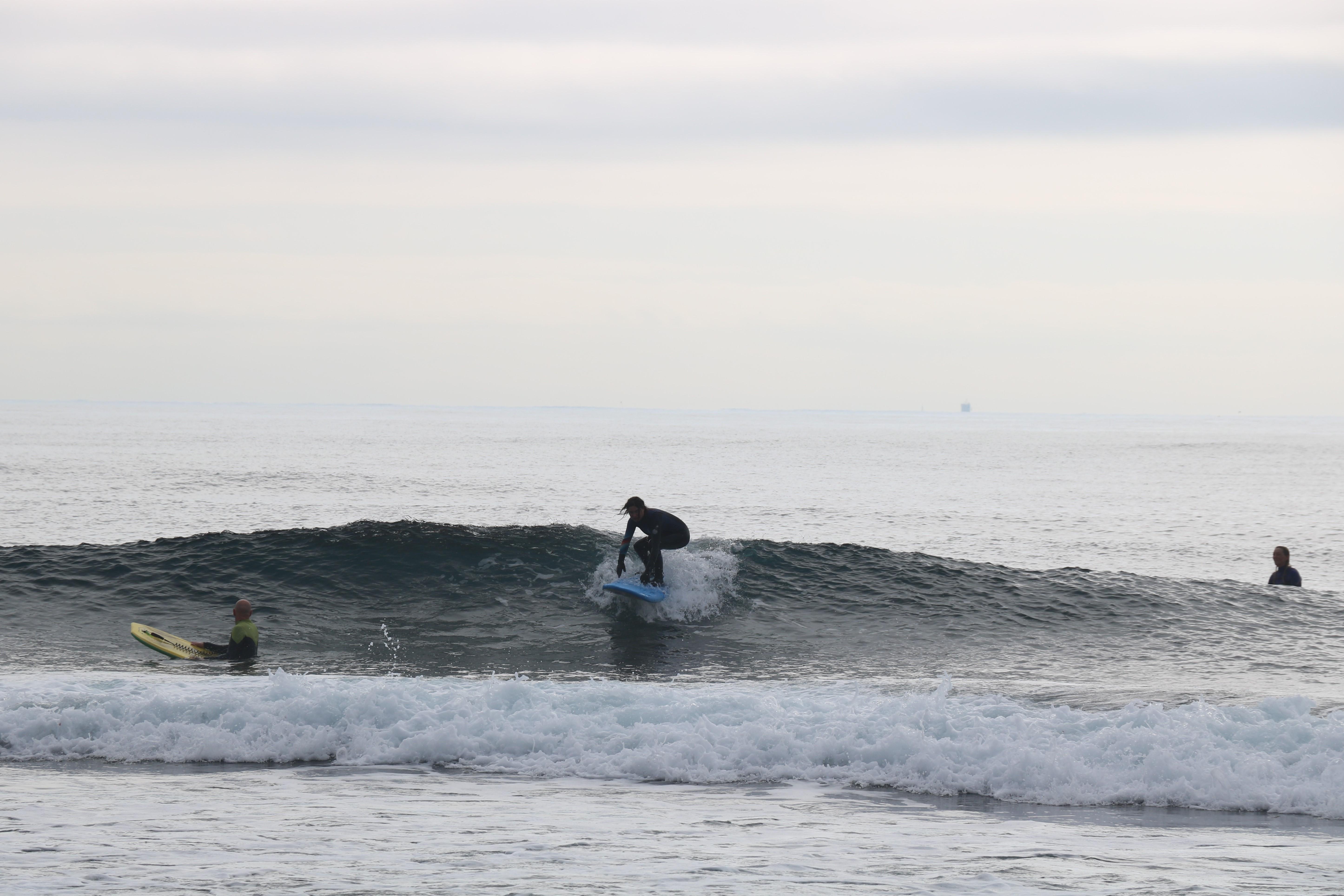 surfeuse reprise du surf après accouchement