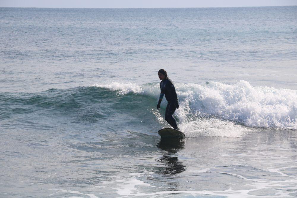 surfeuse longboard méditerranée session petite glassis