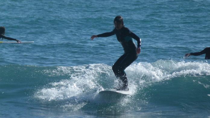 surfeuse méditerranée