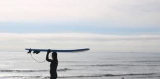 surfeuse planche en mousse 1ère session reprise du surf